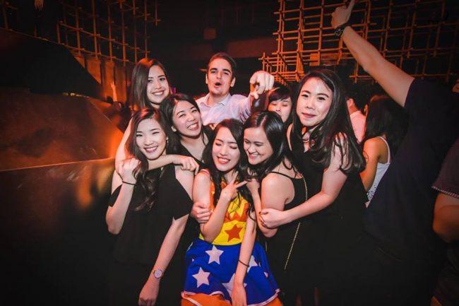 Bertemu wanita cantik di Jakarta untuk seks