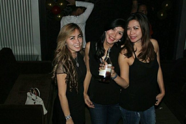 Dating guide Surabaya meet single girls online get laid