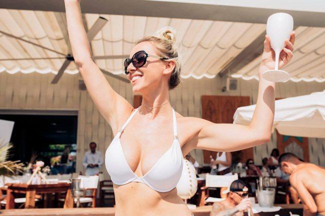 One night stand bars Ibiza single ladies nightlife Playa Bossa