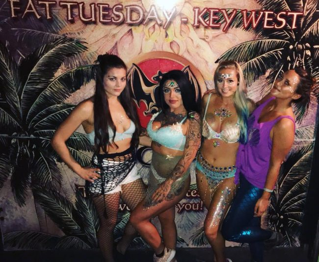 Singles nightlife Key West pick up girls get laid Duval St