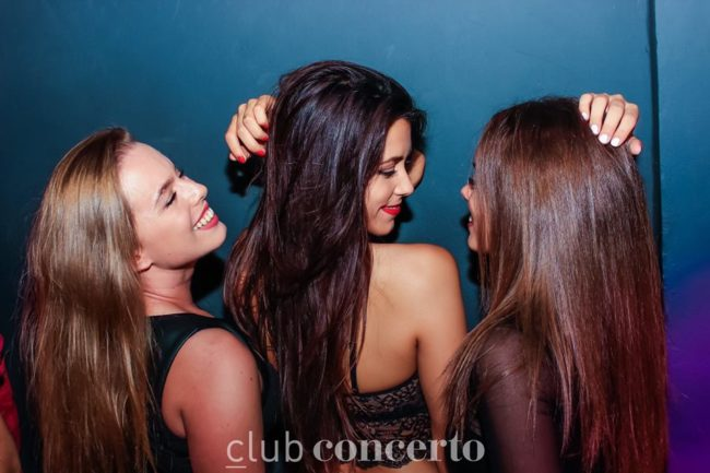 Old Town hook pick up bars Alicante single ladies nightlife