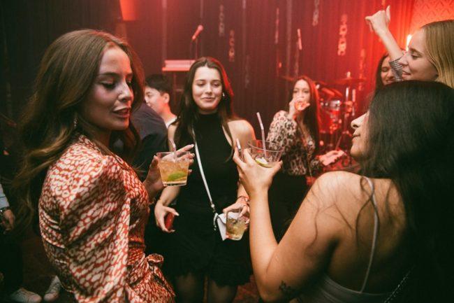 Girls near you Gothenburg singles nightlife hook up bars
