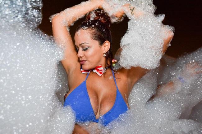 Girls near you Crete singles nightlife hook up bars