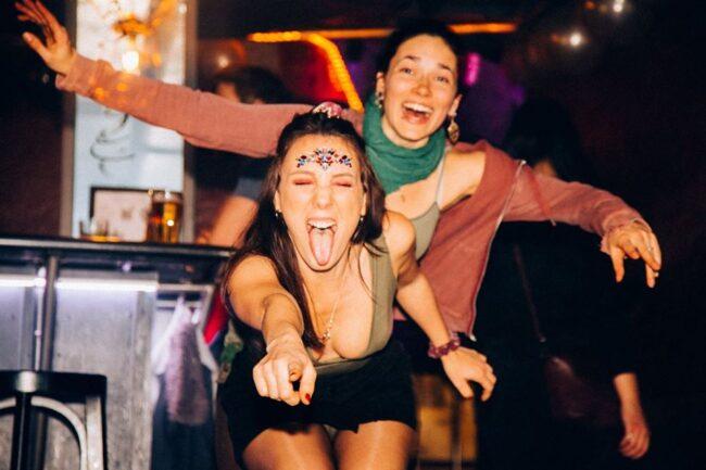 Singles nightlife Interlaken pick up girls get laid
