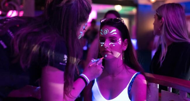 Singles nightlife St Moritz pick up girls get laid