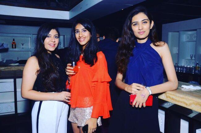 Girls near you Kanpur singles nightlife hook up bars