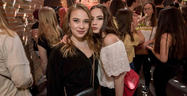 Girls near you Arad singles nightlife hook up bars